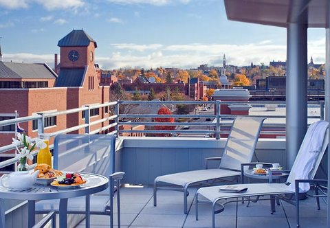 Courtyard By Marriott Burlington Harbor Hotel - Hospitality Suite Balcony   City View