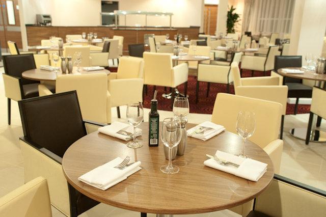 Holiday Inn Derby-Riverlights Gastronomi