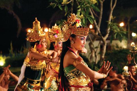 بانيان تري أونغاسان - Temple Ceremony