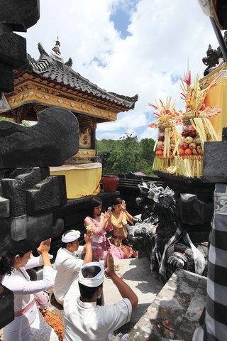 بانيان تري أونغاسان - Temple Ceremony 3