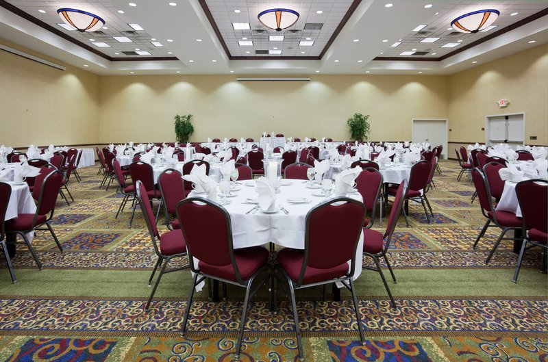 Holiday Inn CONFERENCE CTR MARSHFIELD - Marshfield, WI