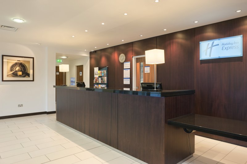 Holiday Inn Express Cambridge-Duxford Lobby