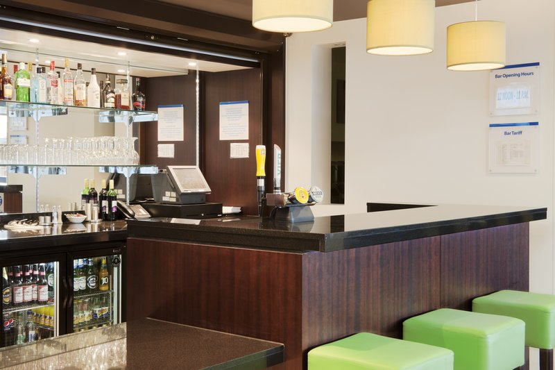 Holiday Inn Express Cambridge-Duxford Bar/Lounge