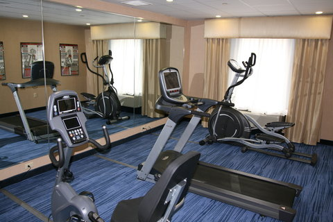Holiday Inn Express & Suites WESTFIELD - Gym