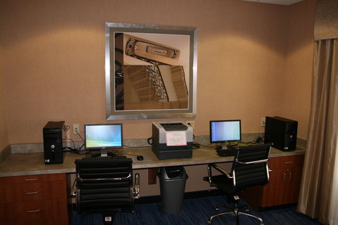 Holiday Inn Express & Suites WESTFIELD - Business Center