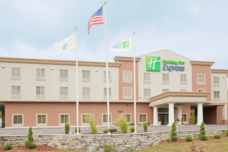 Holiday Inn Express Plainville Vista exterior