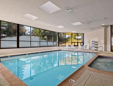 Ramada Harrisburg/Hershey Area - Pool