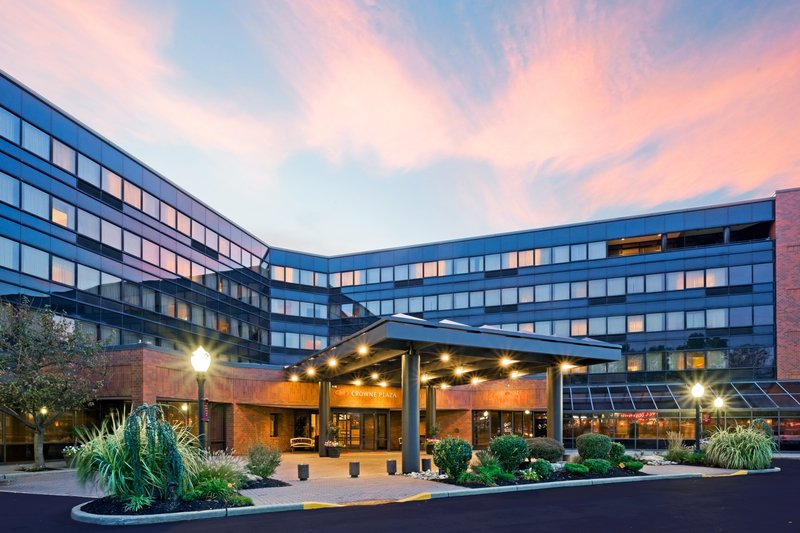Crowne Plaza Hotel Edison Ulkonäkymä
