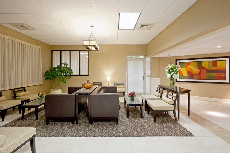 Holiday Inn Hotel & Suites Marlborough Lobby