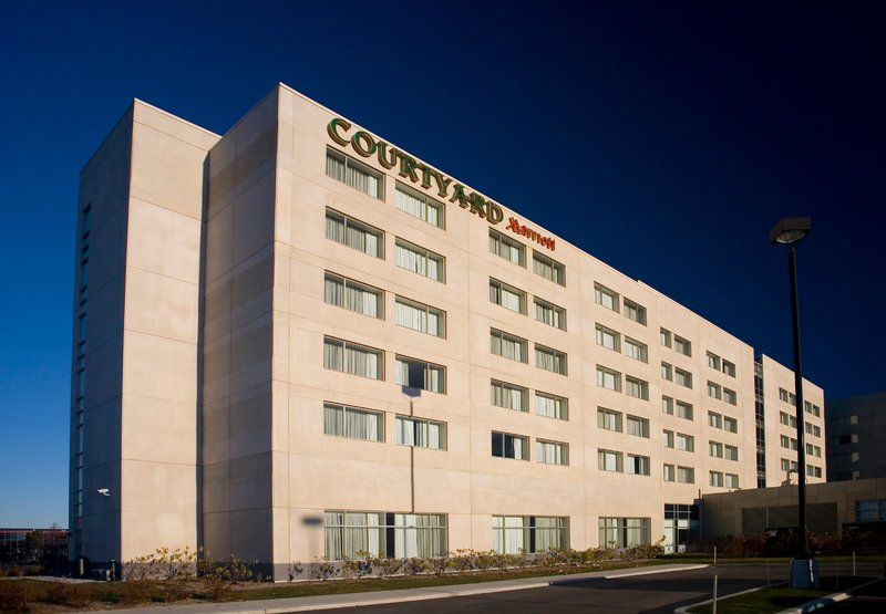Courtyard by Marriott Montreal Airport Außenansicht
