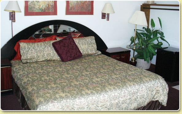 Oakdale Motel Inc - Owatonna, MN