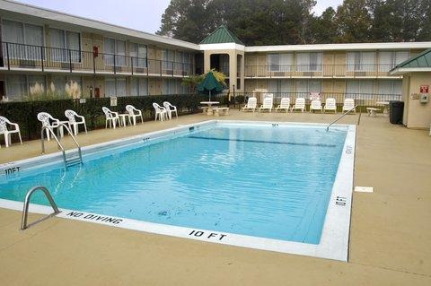 Days Inn Goldsboro - Outdoor Pool
