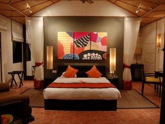 Ana Mesa Suites - Costa Mesa, CA