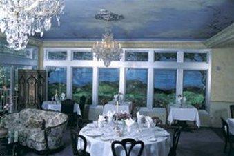Blue Violet Mansion - Dining