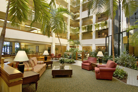 Quality Suites Convention Center Hotel - Lobby