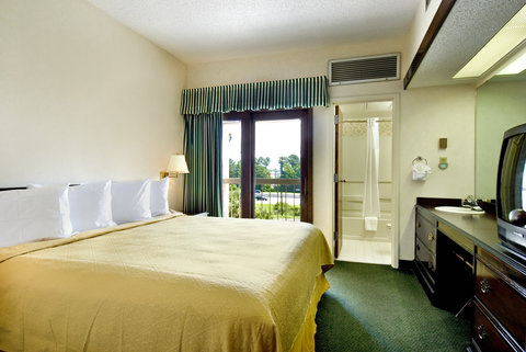 Quality Suites Convention Center Hotel - Standard Queen