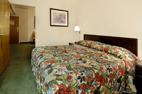 Quality Suites Convention Center Hotel - Standard King