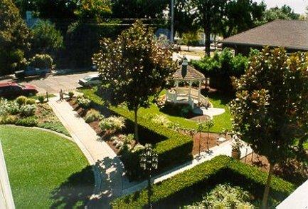 Blue Violet Mansion - Garden and Gazebo
