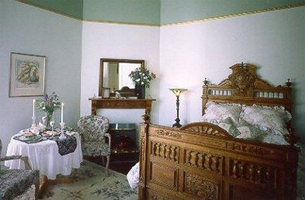 Blue Violet Mansion - Queen Victoria Room