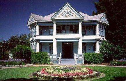 Blue Violet Mansion - Frontal Exterior