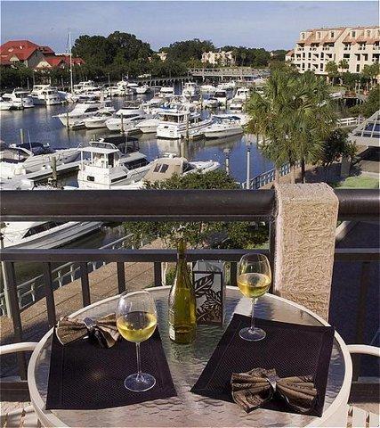 HarbourSide I I I - Restaurant