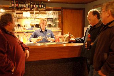 Ace Motor Inn - Bar Area