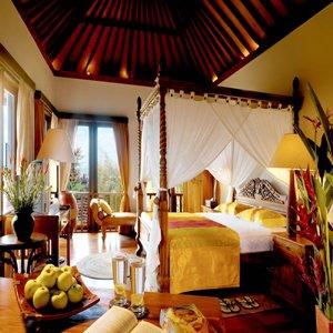 Diwangkara Holiday Villa Beach Resort & Spa - Antara Villa Master Bedroom