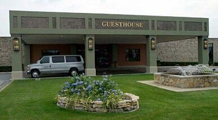 Don Hall's Guesthouse - Exterior