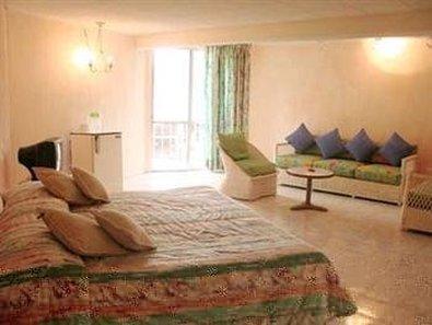 El Tropicano Hotel - Guest Room