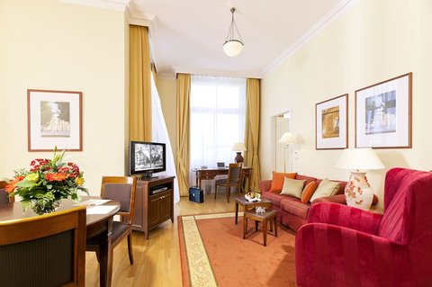 Louisa's Place - Guest Suite   Living Room