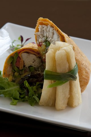 斯特林酒店 - Mahi Mahi Wrap served with  Yucca Fries