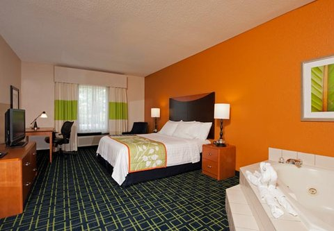 Fairfield Inn by Marriott Naperville - King Spa Guest Room