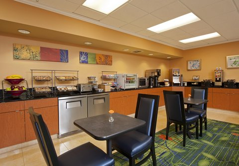 Fairfield Inn by Marriott Naperville - Breakfast Buffet