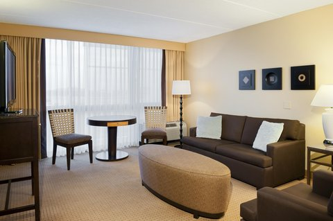 DoubleTree by Hilton Chicago - Arlington Heights - Deluxe Suites