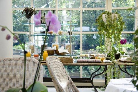 Schlosshotel im Grunewald - Breakfast