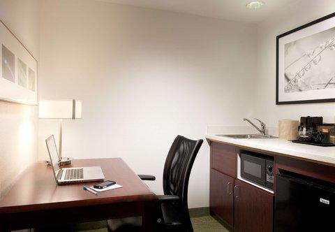 SpringHill Suites Los Angeles LAX/Manhattan Beach - Suite Amenities