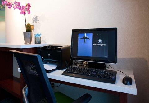 SpringHill Suites Los Angeles LAX/Manhattan Beach - Business Center