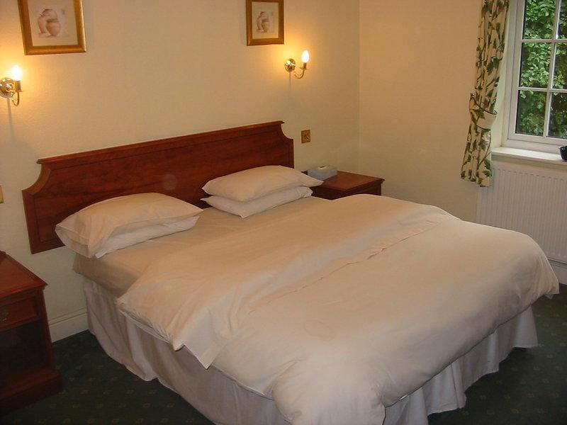 Harefield Manor Hotel Vista de la habitación