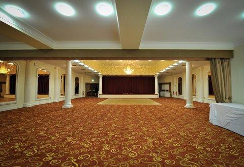BEST WESTERN Cwrt Bleddyn Hotel & Spa - Cwrt Bleddyn Hotel Grounds And Hotel