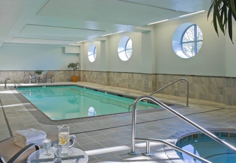 Courtyard By Marriott Burlington Harbor Hotel - Indoor Pool
