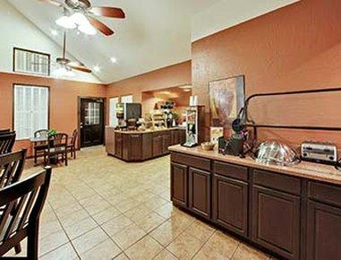 Hawthorn Suites by Wyndham Greenville - Breakfast Area