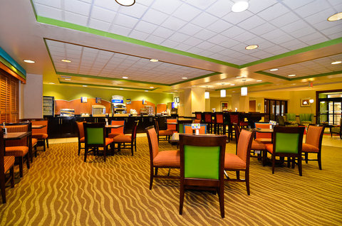 Holiday Inn Express ATLANTA NE - I-85 CLAIRMONT - Hot Breakfast Buffet seating area
