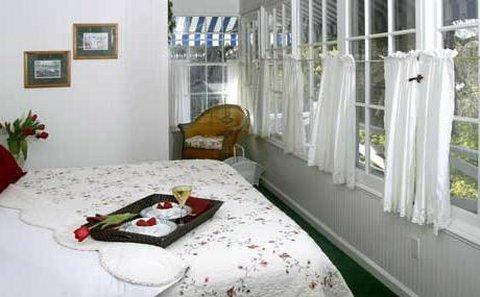 Beazley House - Beazley Sunroom Th