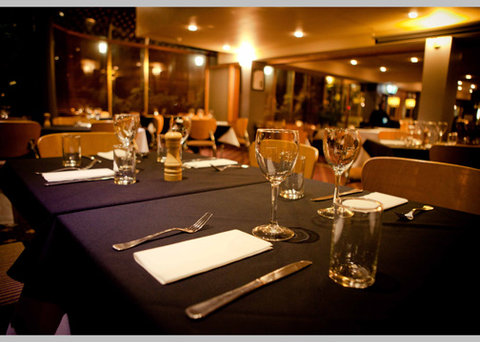 Quality Hotel Tiffins On The Park - Restaurant