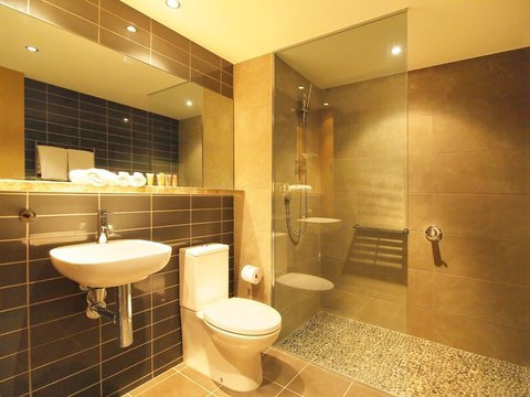 Oaks Mon Komo - Mon Komo Hotel Room Bathroom