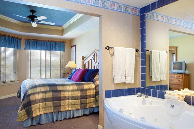 Paradise Point Resort - Hollister, MO