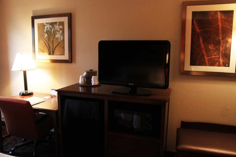 Hampton Inn - Beaumont - Accessible King Room with Shower TV