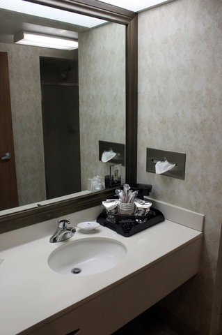 Hampton Inn - Beaumont - Accessible King Room with Shower Bathroom