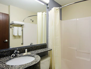 Microtel Inn & Suites by Wyndham Elkhart - Bathroom