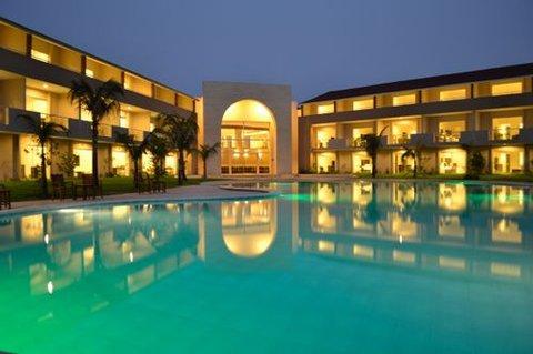 Sun Hotel - Hotel and swiming pool